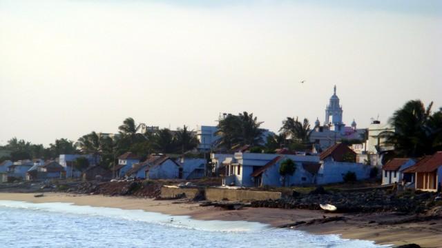 посёлок и пляж