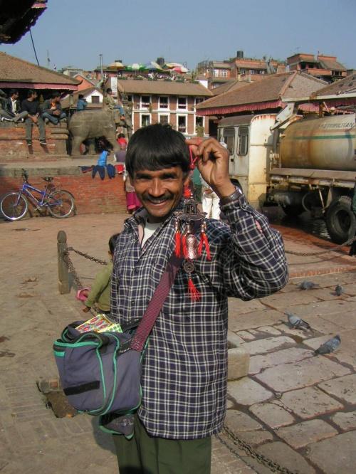 Колокольчик - 100 рупий, а улыбка - бесплатно! :)