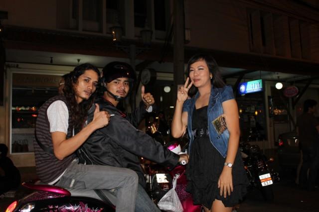 Тайская молодежь на Рамбуттри