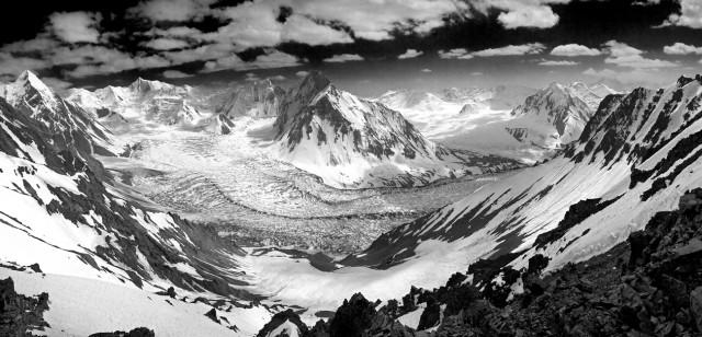 Панорама ледника Гандо
