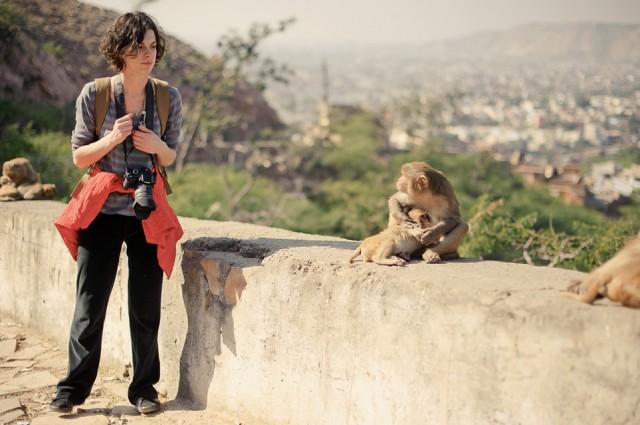 Богдана знакомится с месными жителями, Monkey Palace
