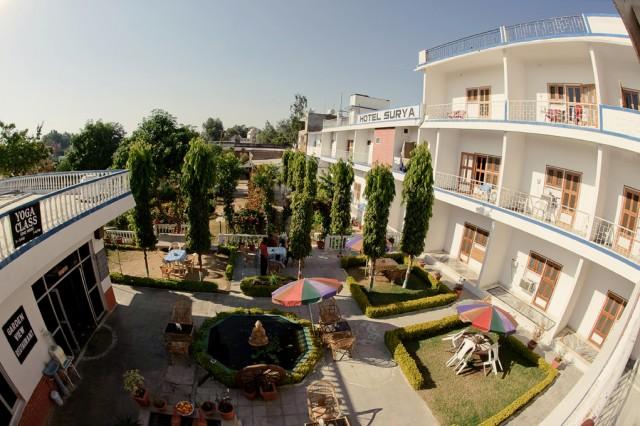 Вид с номера, отель Surya, Каджурахо