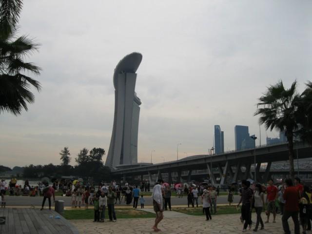 Толпы народа у Сингапур Флайер