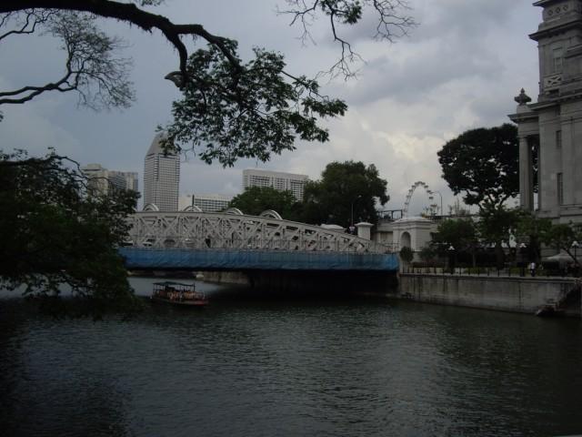 Мост у отеля Фулертон