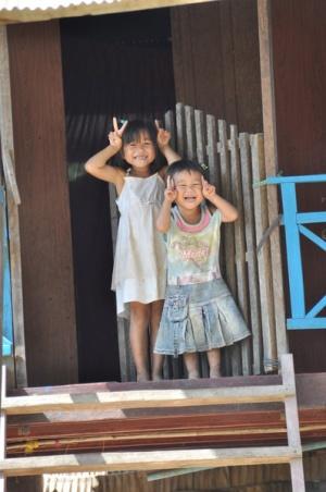 Вообще в Камбодже дети легки на улыбку