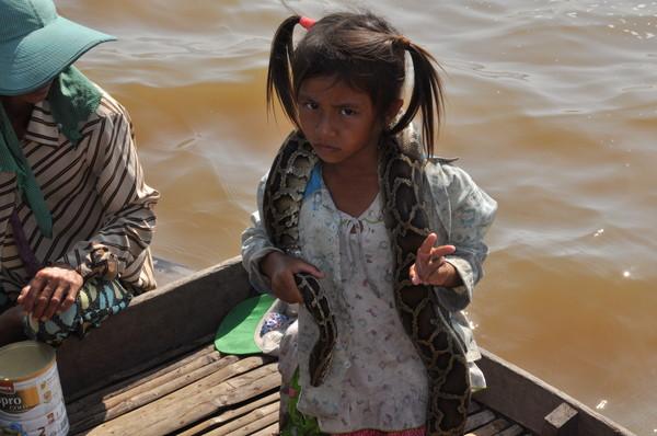 Ее сестра тоже не горит желанием таскаться со змеей