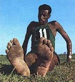 Абебе  Бекила  ,  бежавший  босиком