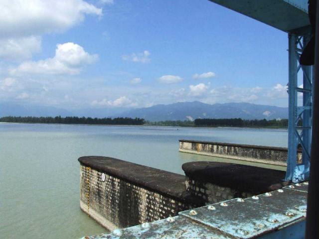 Дамба на Махакали направляет большую часть речной воды в оросительные каналы