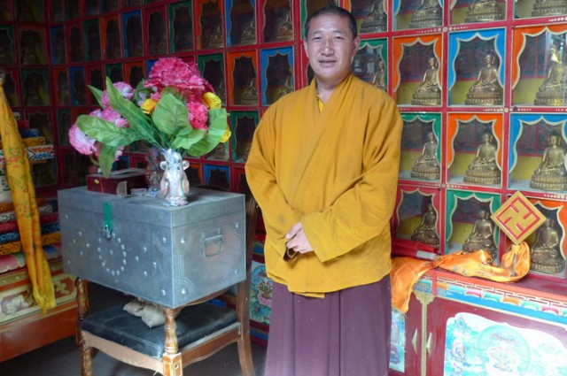Нынешний настоятель Лама Yong Dong Tarchen