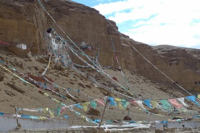 действующие пещеры рядом с монастырем