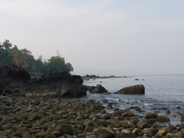 Пляжи все каменистые возле Рангата