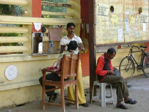 Уличный парикхмахер