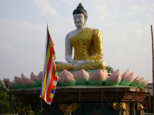 У Тайского монастыря