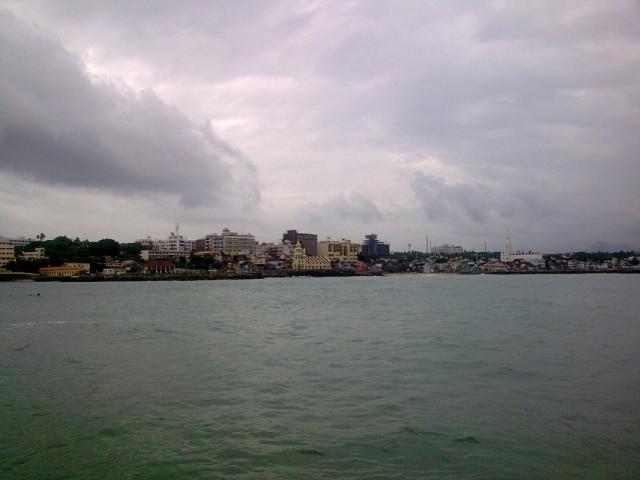 Вид Каньякумари с площадки Мемориала.
