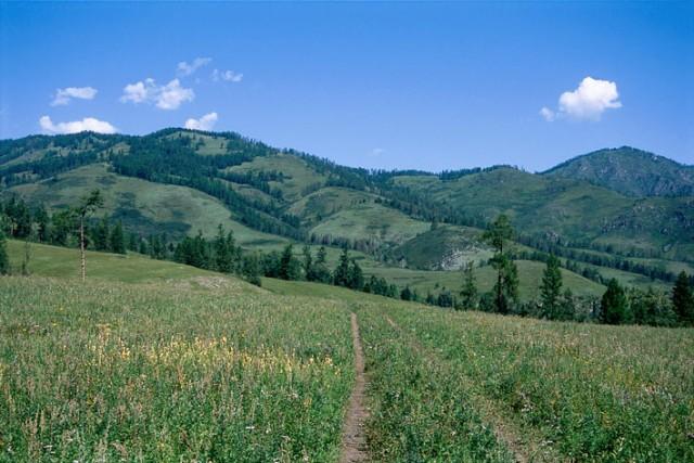 Долина Ак-кема у перевала Кузуяк