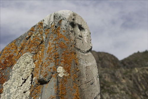 """Каменный воин времен Тюркского и карлукского каганнатов - в Казахстане эти изваяния называют """"балбалы""""."""