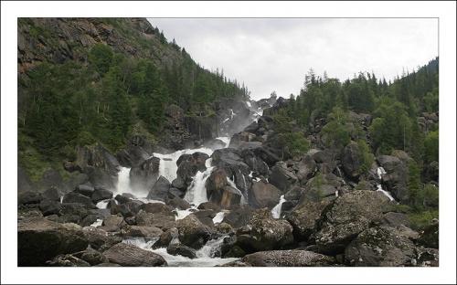 Гигантский водопад Учар в долине реки Чульча. Открыт всего 20 лет назад.