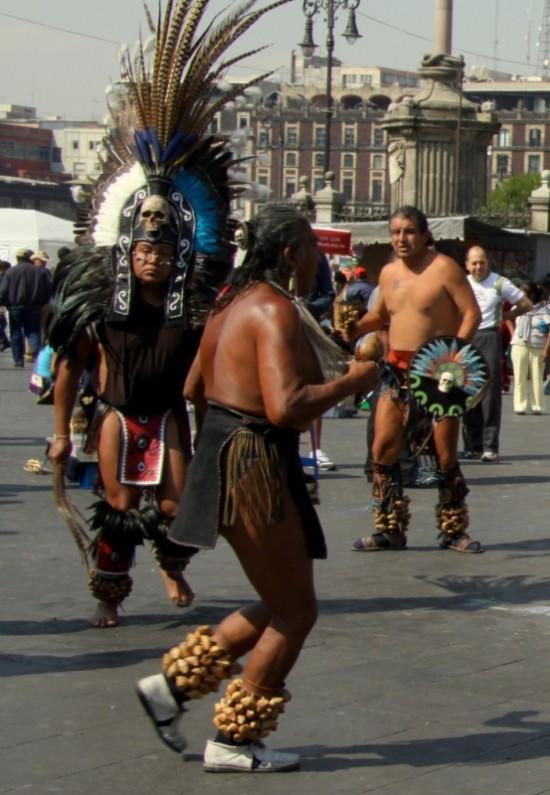 Веселые танцы в перьях