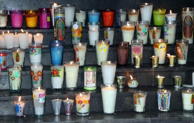 Свечи для Девы Марии Гваделупской