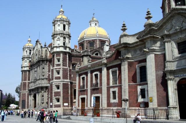 Старая Базилика была построена в 1709 г и похожа на красивую шкатулку