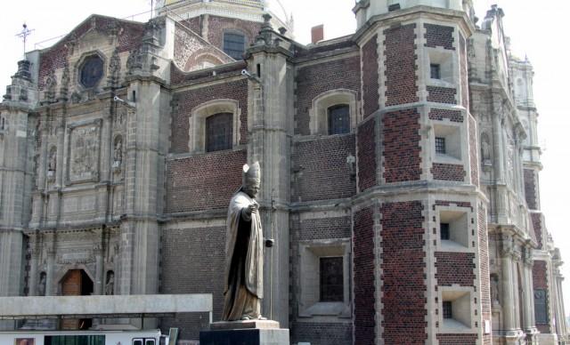 В 2002 г. индеец Хуан Диего был канонизирован папой Ионном Павлом II во время его визита в Мексику