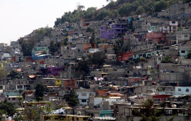 Беспрайсовые домики поднимаются по склонам гор