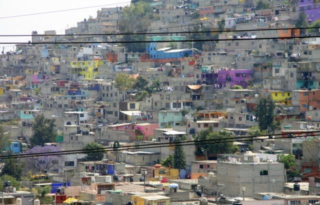 Мексиканские братки, выходя из церкви, охотятся за настроением