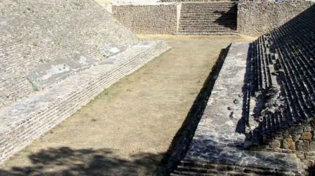 Площадка для ритуальной игры в мяч