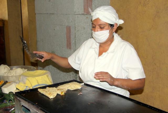 Тортилья  с сыром и кузнечиками