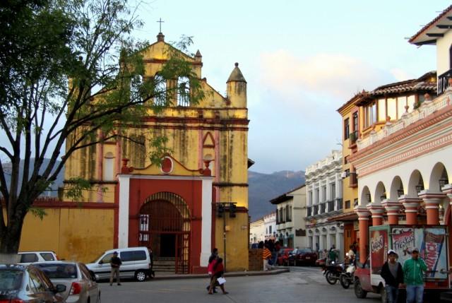 Сан-Кристобальский собор скромный и похож на часовню