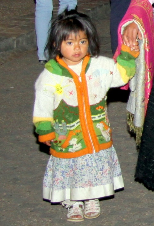 Кристобальская принцесса в нарядном свитере