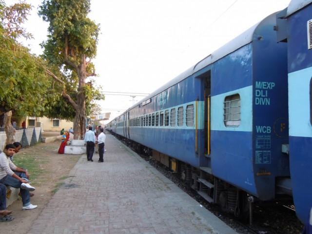 Экспресс Дели - Варанаси (опаздал на 18 часов - поезд призрак !?! )