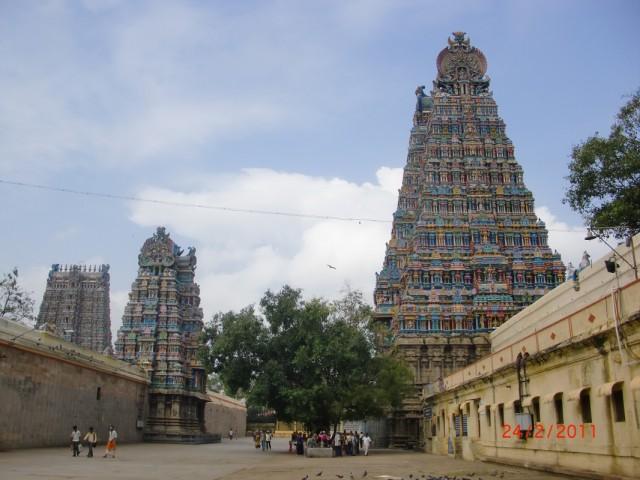 Мадураи, во дворе храма