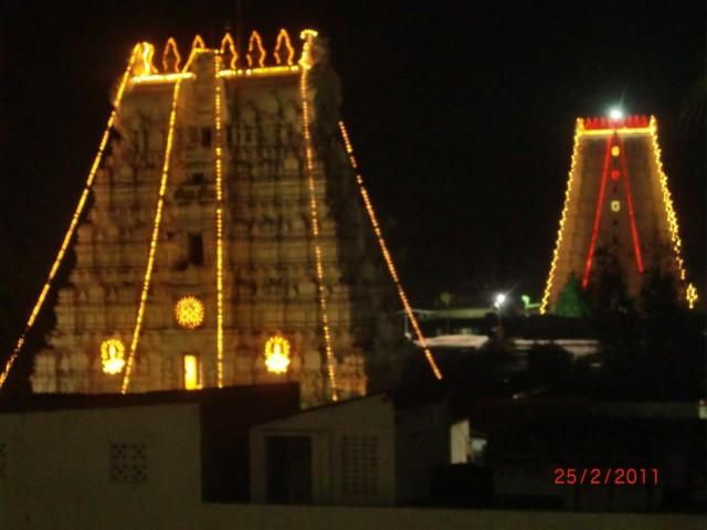 вид на храм с балкона отеля