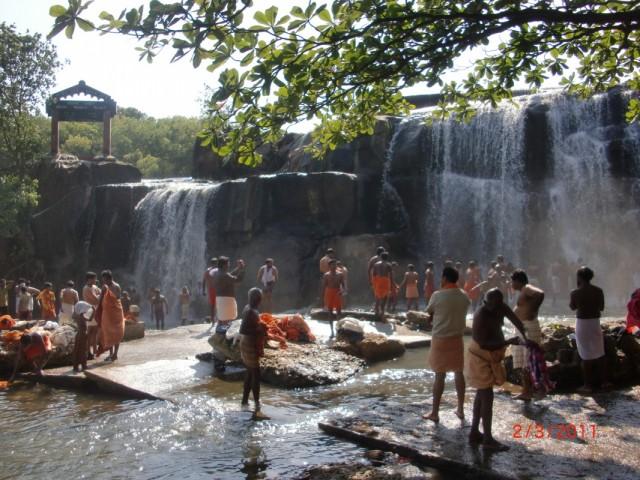 У водопада - подготовка к Махашиваратри