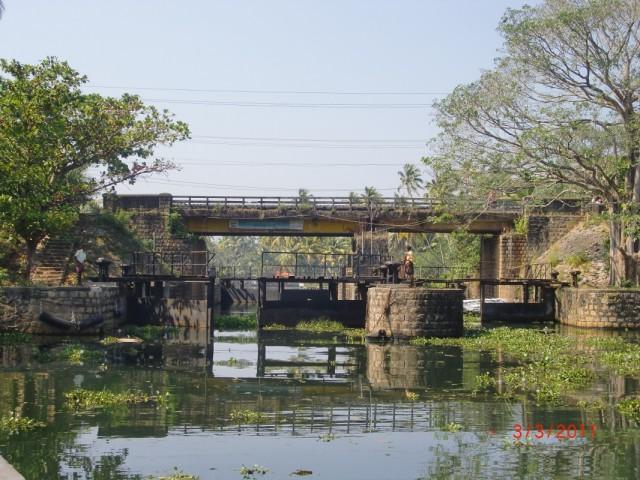 Ворота из большой воды в малые заводи открывались с большим трудом