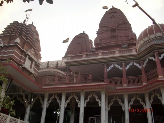 джайнский храм, снимать можно только во дворе