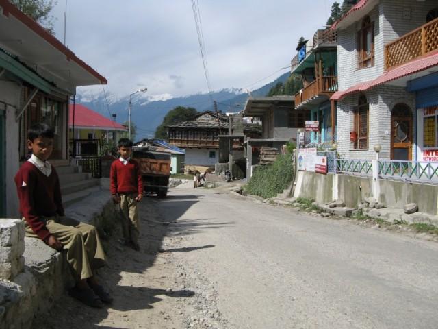 встреча на дороге в Джагатсукхе, Химачал