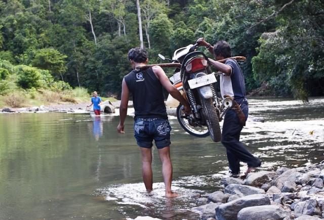 В Индонезии как минимум одна проблема - дороги