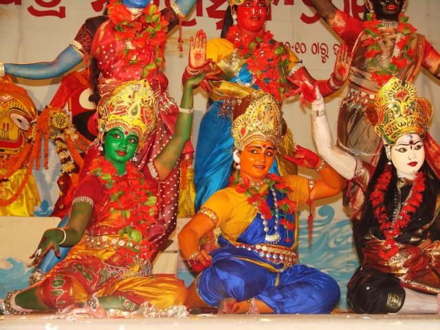 И что символизировало такое большое количество разноцветных богинь?-2