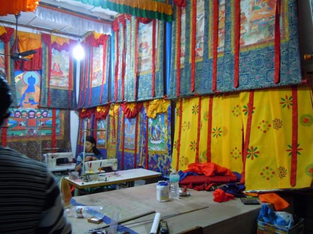 мастерская где шьют тханки( буддистские иконы)