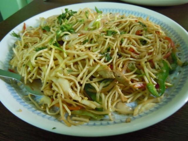 Лапша с курицей ( порция 30 рупий )