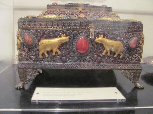 Серебрянная шкалулка с драгоценными камнями из Китая