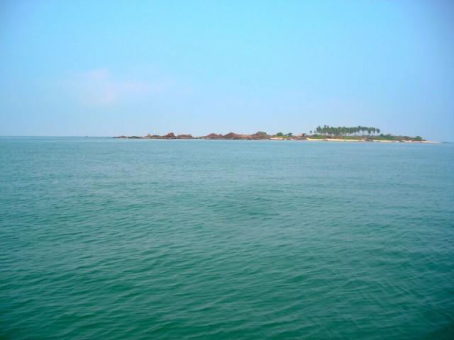 одинокий островок, к которому