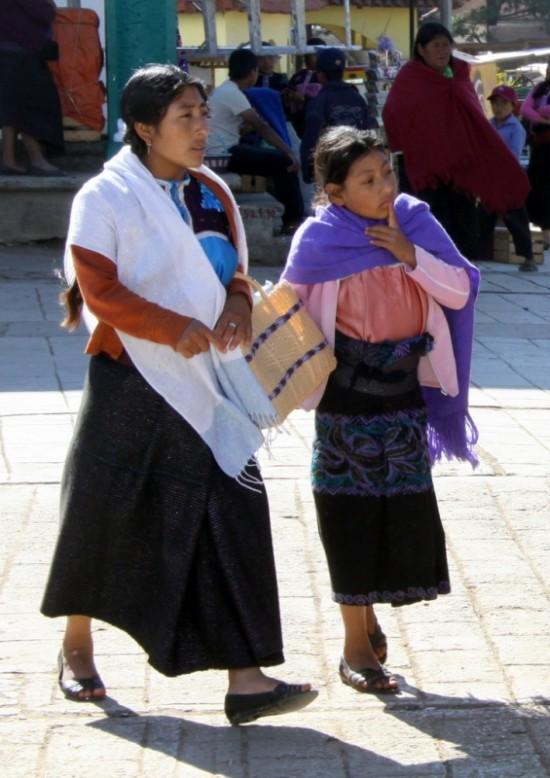 В каждой деревне свои юбки и блузки с яркой вышивкой