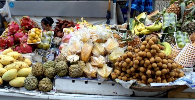 Тайские манго в левом нижнем углу