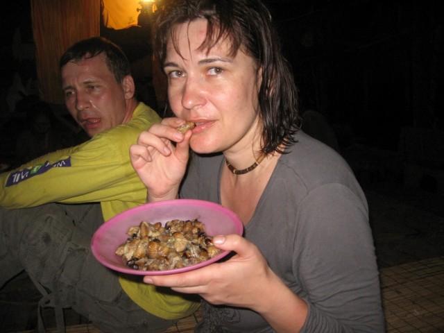 Едим с Наташей короедов
