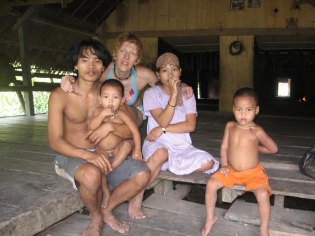 Луги, ребенок и его беременная жена