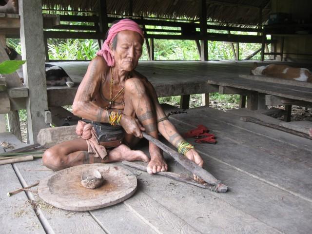 шаман делает яд