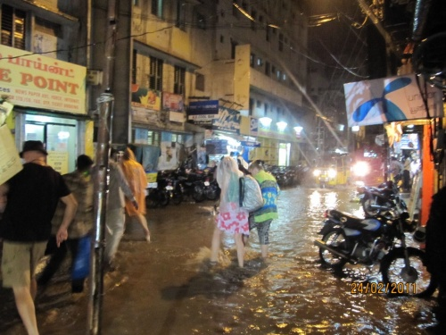 нечастый февральский дождь в Мадураи, а в июле ежедневный, оно Вам надо?